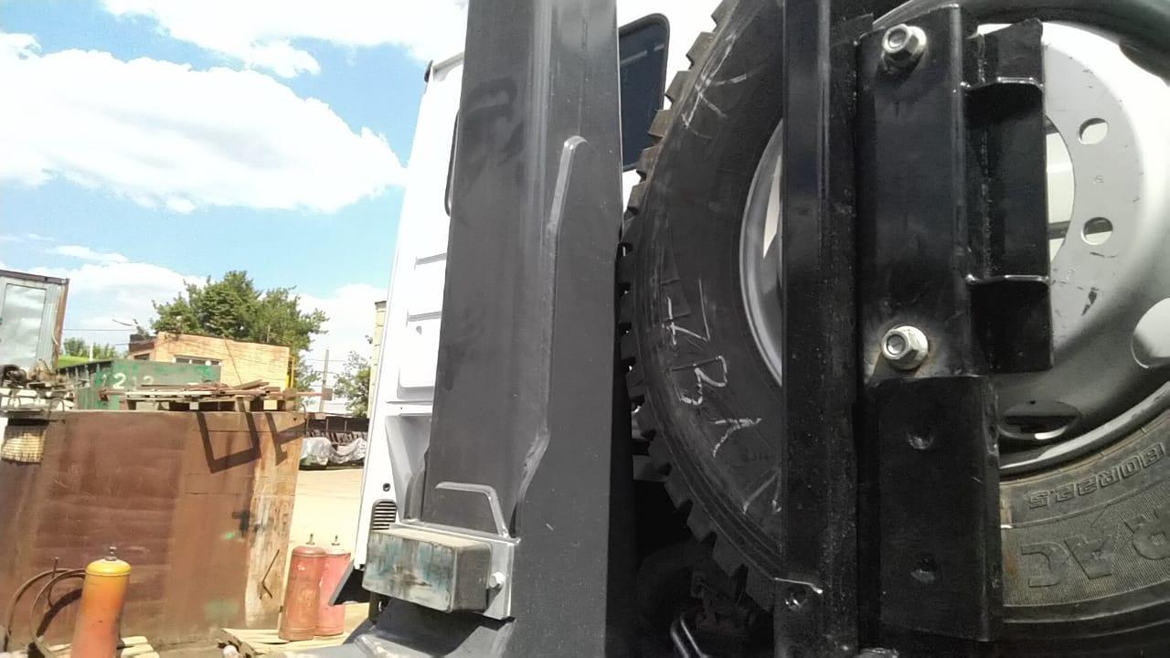 Изготовление и монтаж кронштейна запасного колеса для крюкового погрузчика — Транс-Мороз 10